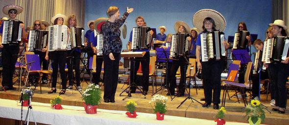"""Beim Jahreskonzert der Akkordeongruppe Münstertal überzeugte nicht nur das Konzertorchester, sondern auch das Jugendorchester unter der Leitung von Silke D""""Inka mit einem niveauvollen Programm. Foto: Eberhard Gross"""